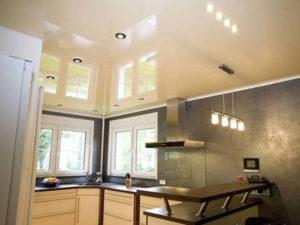 Натяжной потолок на кухне пример 15