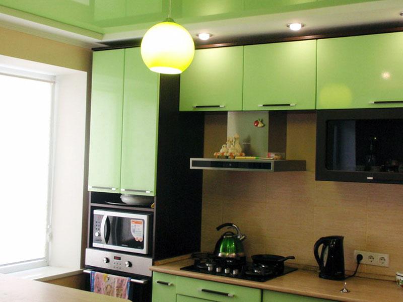 Натяжной потолок на кухне пример 3