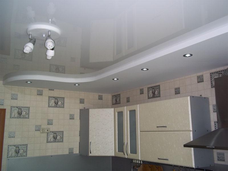 Натяжной потолок на кухне пример 5