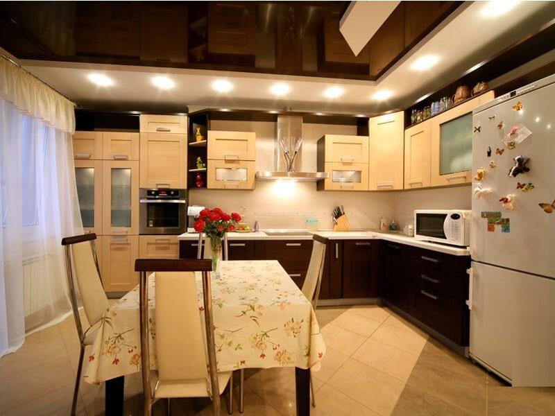 Натяжной потолок на кухне пример 9