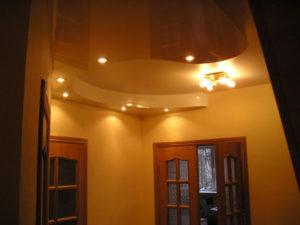 Натяжной потолок в прихожей пример 1