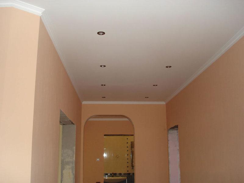 Натяжной потолок в прихожей пример 11