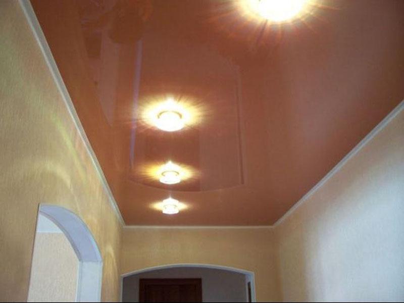 Натяжной потолок в прихожей пример 17