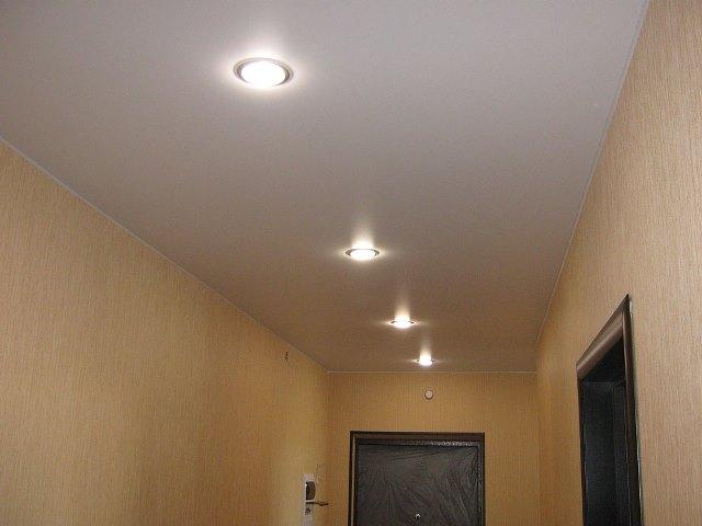 Натяжной потолок в прихожей пример 3