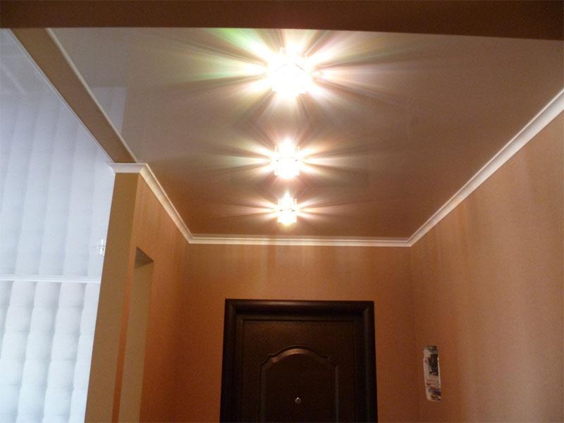 Натяжной потолок в прихожей пример 7