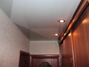Натяжной потолок в прихожей пример 9